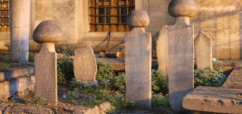 Cimetière avec ses pierres tombales typiques
