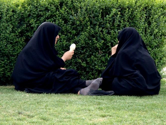 Femmes en chador place Naghsh-e Jahan, Isfahan