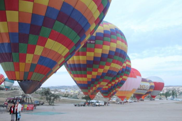Les montgolfières rangées en ligne