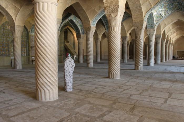 Sophie dans une mosquée