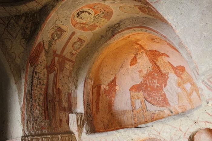 Chapelle et peintures rupestres