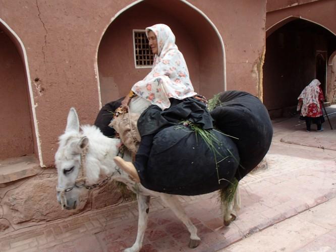 Vieille femme à Abyaneh