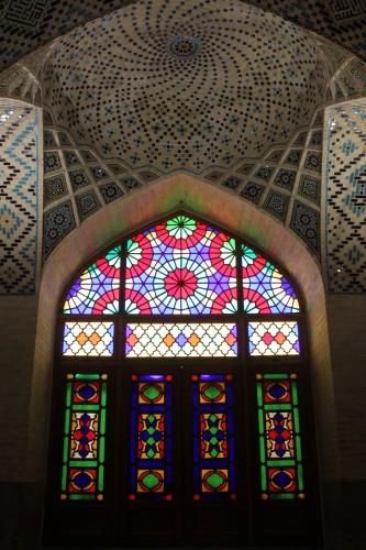 Vitraux dans une salle de prière à Shiraz