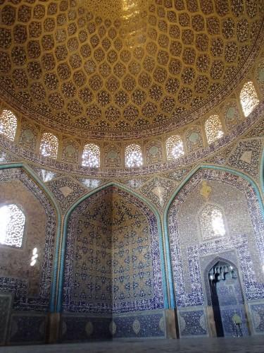 Intérieur de la mosquée Masjed-e Sheikh Lotfollah à Ispahan