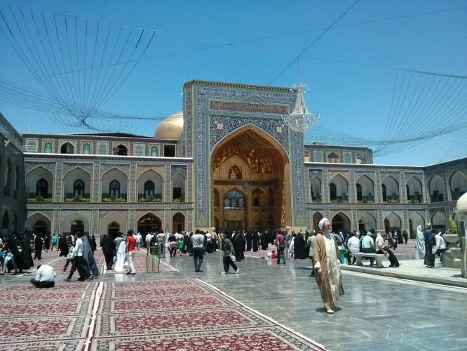Dans le mausolée de Mashaad