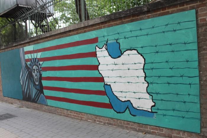 Mur de l'ancienne ambassade des USA à Téhéran