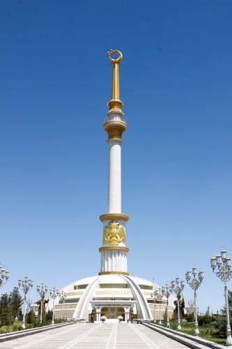 Monument de l'indépendance à Ashgabat