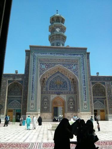 Une des portes dans le mausolée à Mashaad