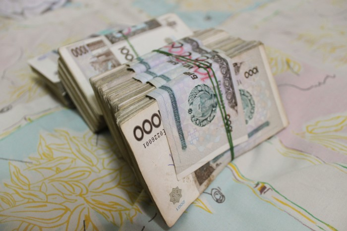 Liasse de billets ouzbeks