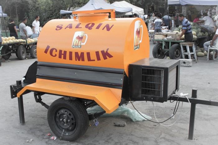 Citerne de soda au marché de Chorzu, à Tashkent