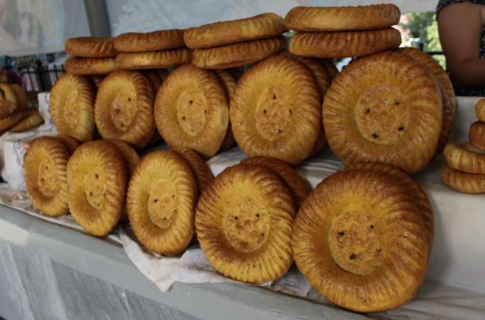 Pain ouzbek au marché de Chorzu