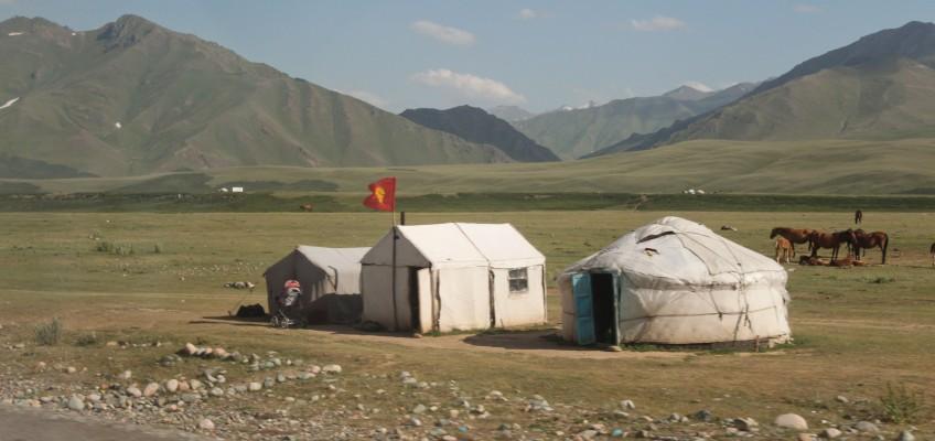 Yourtes kirghizes entre Osh et Bishkek