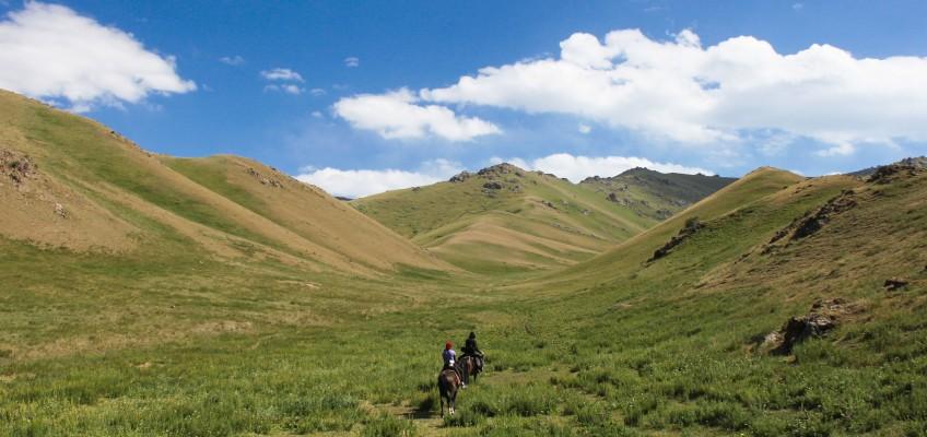 Quelque part à cheval dans les montagnes du Kirghizstan