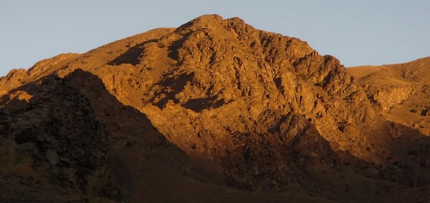 Coucher de soleil sur les montagnes de Nuratau