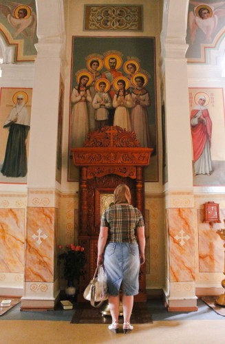 La famille du tsar Nicolas II dans une église orthodoxe d'Almaty