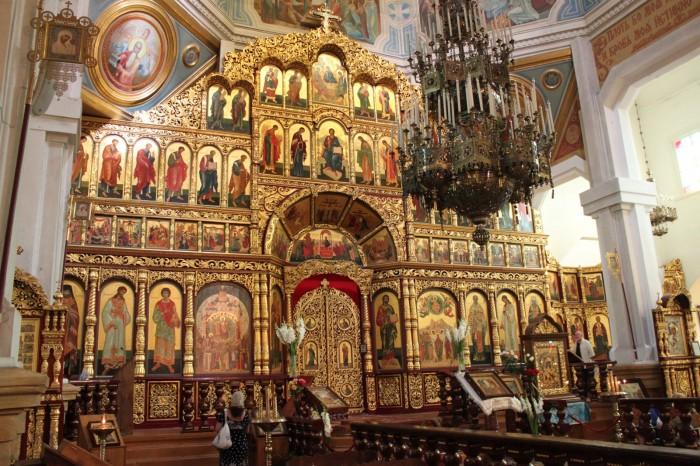 Intérieur d'une église orthodoxe d'Almaty