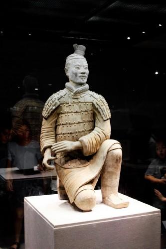 Un archer. Les statues étaient toutes équipées (armes, armure, etc)