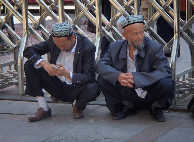 Hommes ouïghours à Urumqi