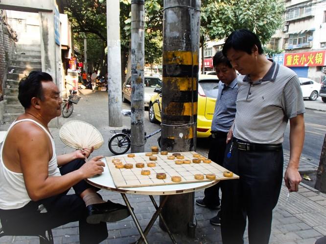 joueurs d'échec chinois dans les rues de Xi'an