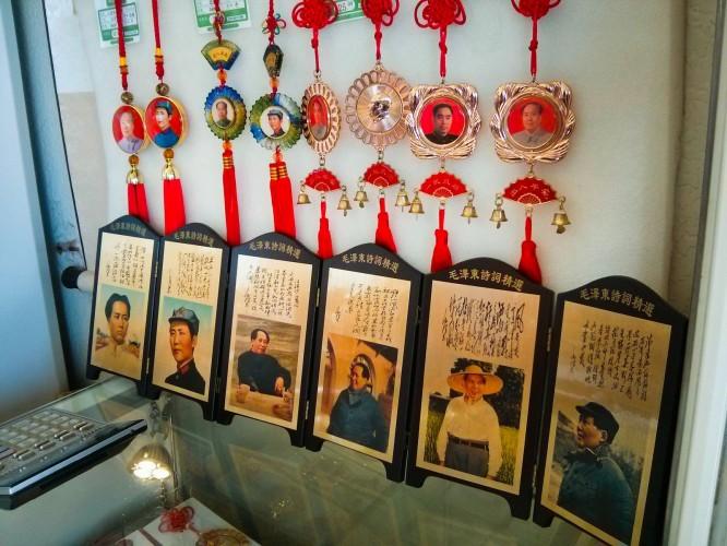 Souvenirs à la sortie du Mausolée de Mao Zedong