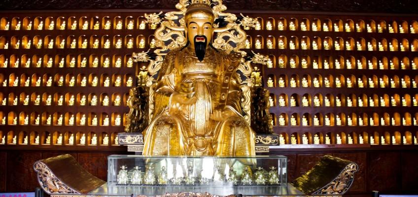 Statue d'un dieu ? d'un sage ?