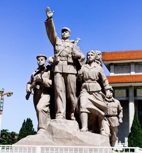 Statues devant le Mausolée de Mao Zedong