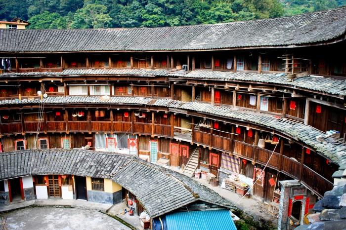 Les habitations familiales dans un tǔlóu