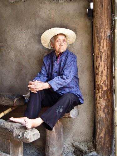 Dans la cour d'un tǔlóu