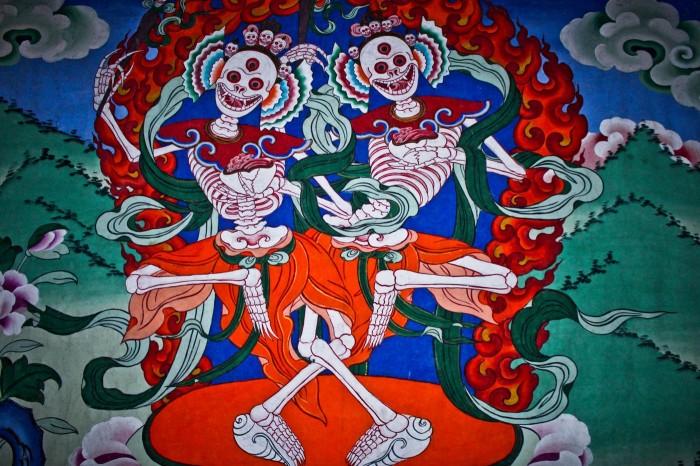 Squelettes dansant dans le temple de Jingang