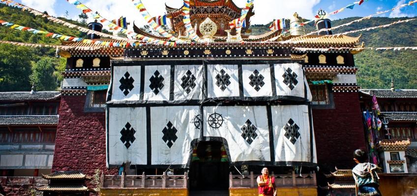 Entrée du temple au monastère Jingang