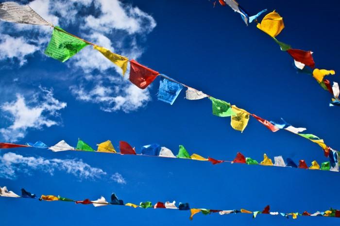drapeaux de prière au temple Paoma à Kangding