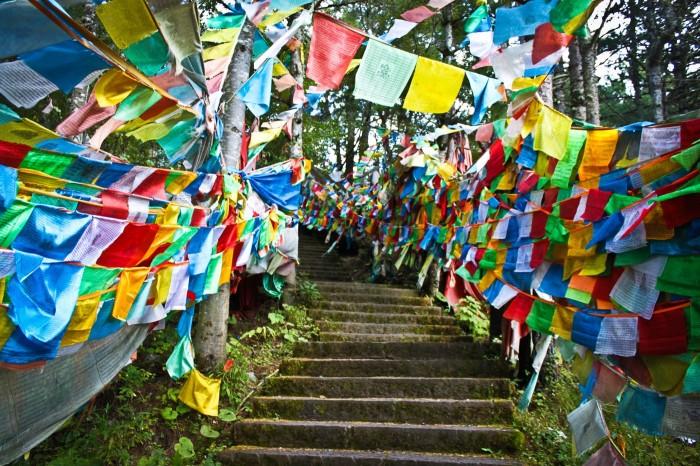 Drapeaux de prières à Paoma Shan, Kangding