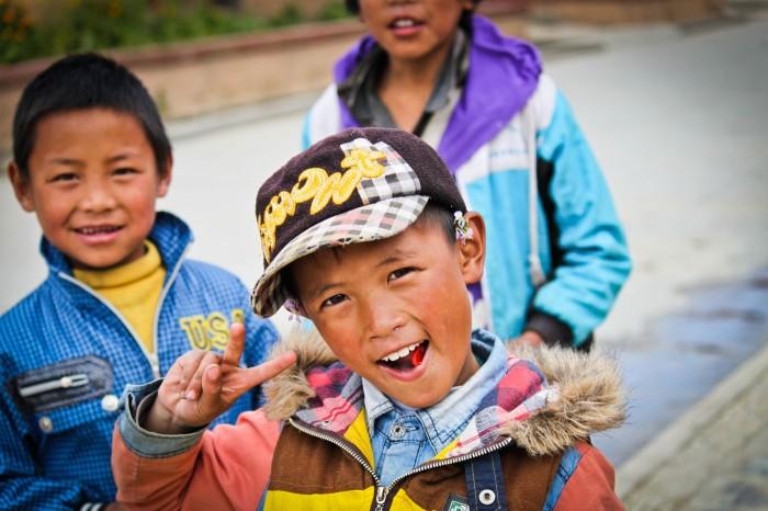 Enfants dans les rues de Litang, Sichuan