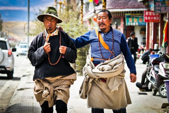 tibétains dans les rues de Litang