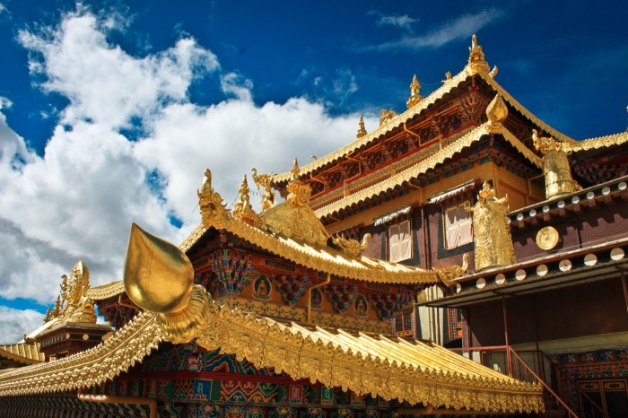 Sur les toits du temple Dratsang, Shangri-La