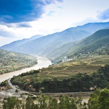 Calme et repos au dessus des eaux furieuses du Yang-Tsé-Kiang