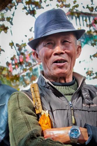 Vendeur d'oiseaux au marché de Kunming