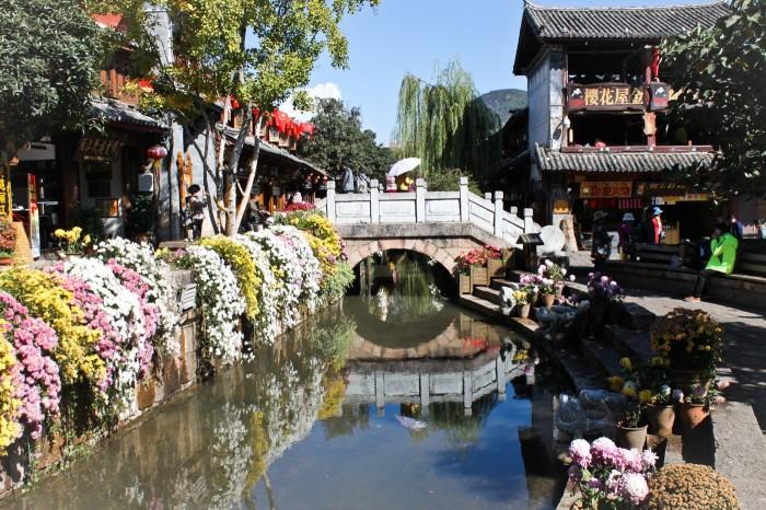 Pont près de la place du marché de Lijiang