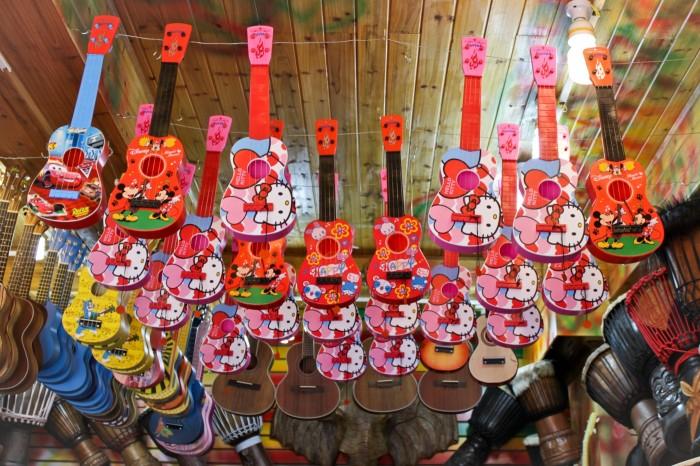 Vendeur de ukulélé à Lijiang