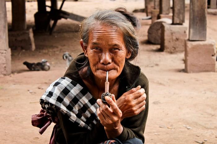 LuangNamtha_vieilledame_pipe