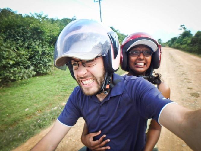 Moto à Vang Vieng au Laos