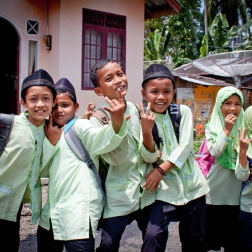 Accueillis comme des idoles à Sumatra