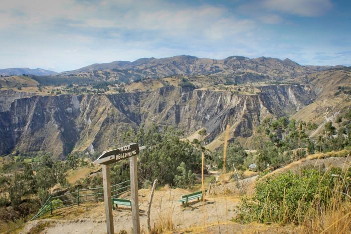quilotoa_canyon