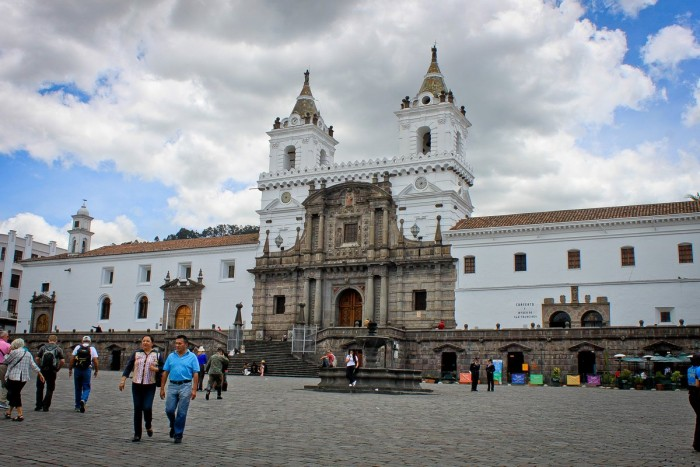 quito_place_eglise
