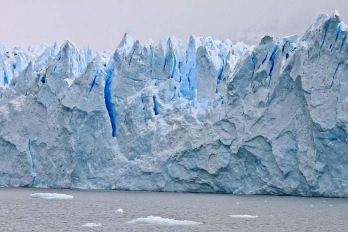 Une forêt de pics et de crevasses de glace