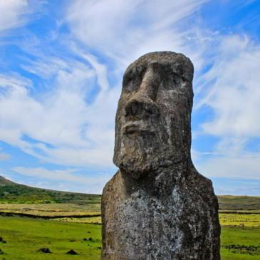 L'île mystérieuse et ses gardiens silencieux