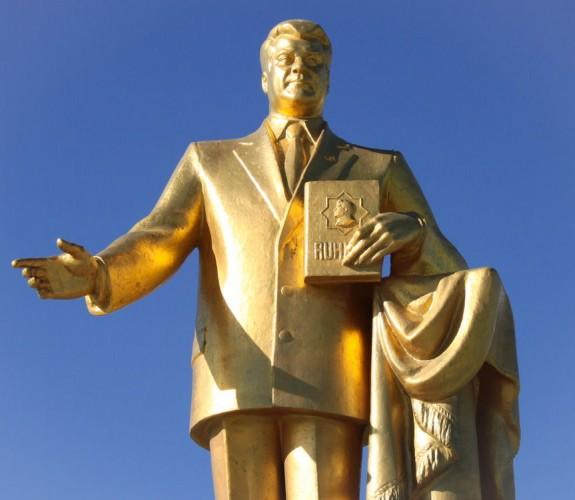 Statue de Saparmyrat Nyýazow à Mary