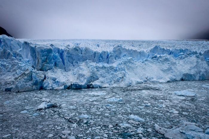 Le Perito Moreno et la brume qui cache la mer de glace derrière